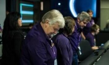 Bildet viser en av lederne for Cassini-prosjektet, Julie Webster, like etter at ferden var avsluttet. (Foto: Nasa)