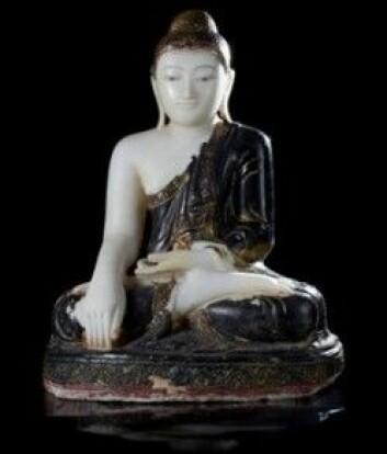 Denne Buddha-skulpturen ble forsøkt ulovlig innført til Norge i 2011. I sommer leverte utenriksminister Børge Brende skulpturen tilbake til Myanmar hvor den opprinnelig ble stjålet. (Foto: ©Kulturhistorisk museum, UiO/Ellen C. Holte)