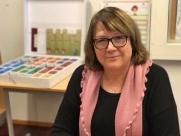 Spesialpedagog Bente Pedersen Dragland ved Stenbråten skole i Oslo har jobbet i en spesialklasse i 20 år. Hun har selv utviklet et pedagogisk opplegg for språktrening. Hun ser at barn med Downs syndrom lærere seg mye fortere å lese nå enn tidligere. Foto: Siw Ellen Jakobsen)