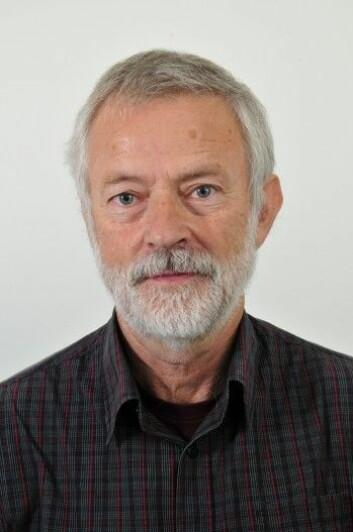 Ottar Hellevik mener svaralternativene øker andelen som svarer ja på mange av spørsmålene. (Foto: UiO)