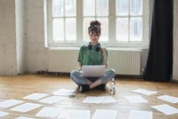 Har du en kreativ oppgave foran deg, kan du teste om glad musikk øker kreativiteten. (Foto: MintImages / Shutterstock / NTB scanpix)