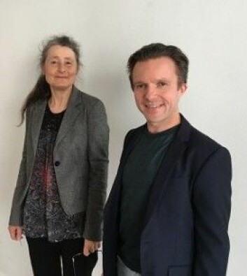 Førsteamanuensis Ingrid Dundas og professor Per Einar Binder, begge ved Institutt for klinisk psykologi ved Universitetet i Bergen, var sammen om selvmedfølelseskursene. (Foto: Universitetet i Bergen)