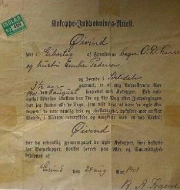 Denne vaksinebekreftelsen er signert av Hans Andreas Irgens (1846-1934) som var lærer og godkjent vaksinatør. Enkelte steder var en slik attest påkrevd for å både bli konfirmert og gift. Gutten som ble vaksinert, Øyvind Larsen (1898-1983) bodde så å si hele livet på Ytre Årnes på Senja. (Foto: privat)