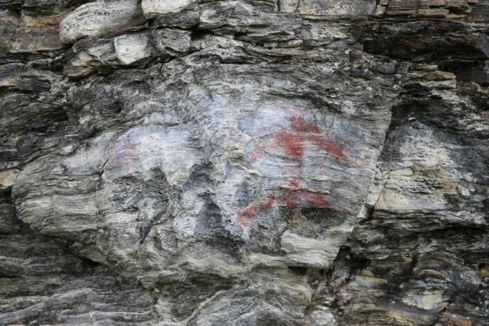 Mannsfiguren er malt med en blanding av oker og fett. (Foto: UiT Norges arktiske universitet)