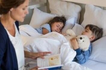Noen foreldre velger å la søsken sove sammen om natten hvis barna ikke liker å ligge alene. (Foto: Rido / Shutterstock / NTB scanpix)