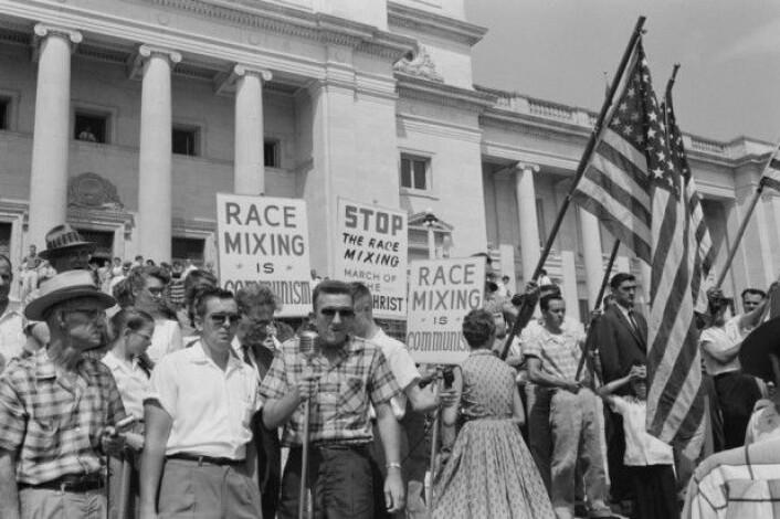 Sørstatenes krigsmonumenter ble stilt opp i perioder da hvite amerikanere kjempet for å bevare raseskillene. Her er det i 1959. (Foto: Library of Congress, USA)