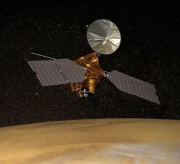 Mars Reconnaissance Orbiter er en av de romfarkostene forskerne bruker til å lage detaljerte modeller av atmosfæren på den røde planeten. (Tegning: NASA)