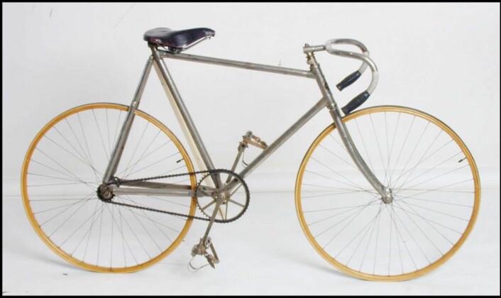 Denne racersykkelen ble laget på Munthes Cyklefabrik i Oslo i 1908. Den skal ha tilhørt malermester Røed som brukte den i konkurranser på Bislett. (Foto:Norsk Teknisk Museum)