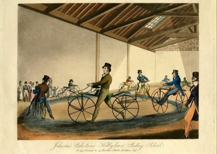 """Denis Johnsons sykkelskole i 1819. (Illustrasjon: British Museum, <a href=""""http://creativecommons.org/licenses/by-nc-sa/4.0/"""">Creative Commons BY-NC-SA 4.0</a>)"""