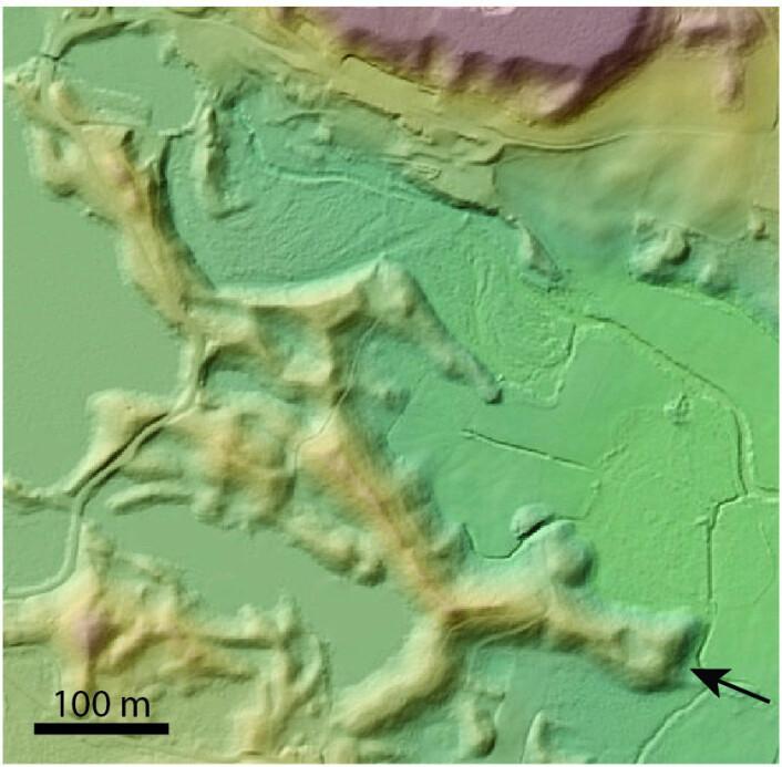 Her ser vi eskere ved Lesjaverk i øvre del av Gudbrandsdalen, Norge. Høydeforskjellen mellom topp og bunn er cirka 20 meter. Denne eskeren ble trolig dannet ved slutten av siste istid når isdekket over Skandinavia smeltet og mye smeltevann rant under isen. Siste nedsmelting av isen i Gudbrandsdalen skjedde for 12 000— 10 000 år siden. (Foto: Norsk Polarinstitutt)