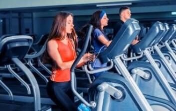 Crosstraineren er et godt verktøy for å få treningen raskt unna. Det gjør det mulig å forbrenne kalorier i en fart. (Foto: Viacheslav Nikolaenko / Shutterstock / NTB scanpix)