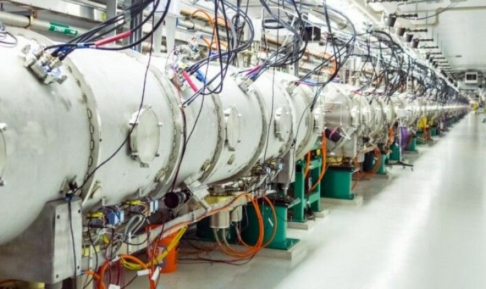 «<em>The Spallation Neutron Source</em>» på Oak Ridge National Laboratory i USA kan produsere kjernepartiklene nøytroner, og samtidig produseres det også nøytrinoer. Like ved produksjonen av nøytroner og nøytrinoer plasserte forskerne nøytrinodetektoren sin – i et kjellerrom, skjermet av jern og betong. Nesten ingen nøytroner kunne nå gjennom skjermingen, men det kunne nøytrinoene derimot. Forskerne kunne tydelig se nøytrinoene i dataene fra detektoren, heter det i en pressemelding. (Foto: Oak Ridge National Laboratory)