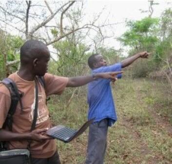Forskerne samler informasjon fra en skogeier. (Foto: Ellen Moscoe)