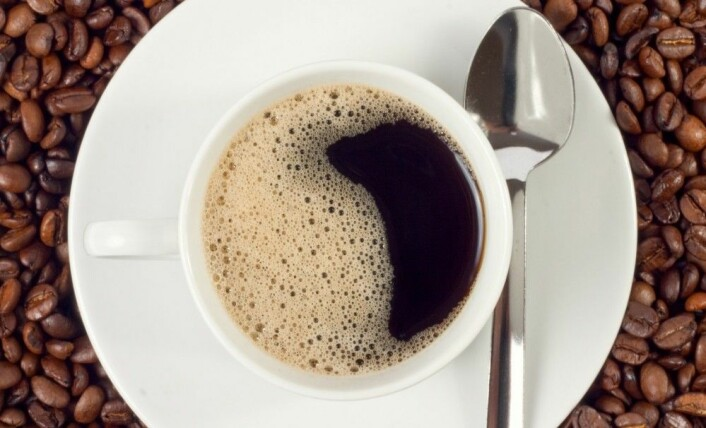 Noen synes at samlinger av små runde objekter, som boblene i denne kaffekoppen, er forferdelig ekle. (Foto: Shutterstock / NTB scanpix)