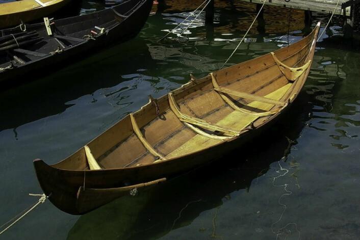 Eksempel på en typisk klinkbygget båt av nordisk type , kopi av Gokstadfæringen. (Foto: Knut Paasche, NIKU)