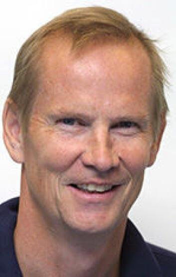 – Følg vanlige hygieniske regler og ta vaksiner, anbefaler professor Dag Berild som tiltak mot å bli smittet av resistente bakterier i ferien. (Foto: UiO)