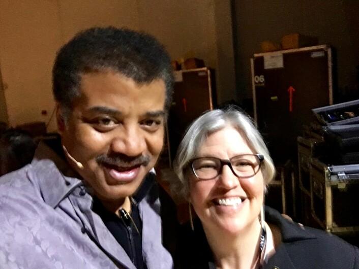 Neil deGrasse Tyson og Nancy Bazilchuk backstage på Starmus-festivalen. (Foto: Privat)