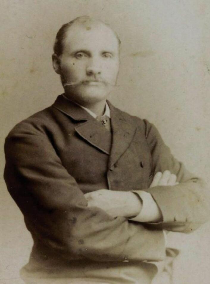 Johan Adrian Jacobsen fra 1885. Bildet er oppbevart på Risøya. (Foto: privat)