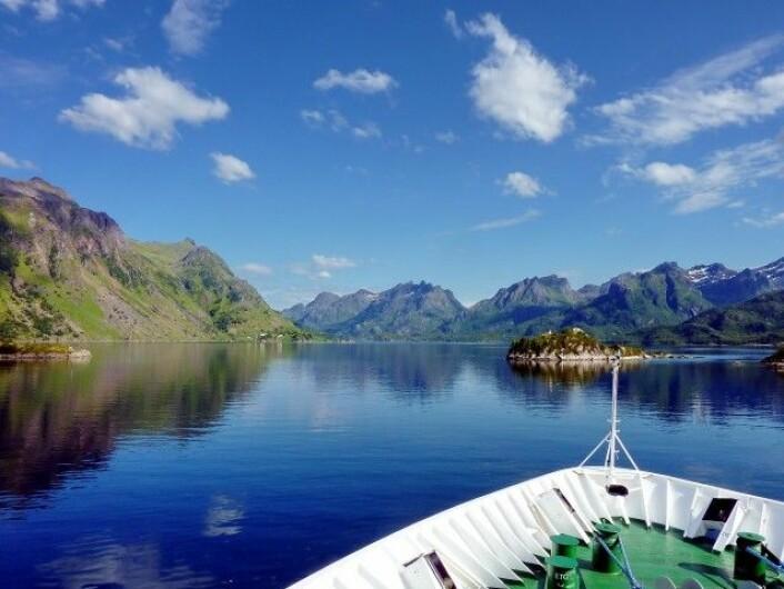 Vakker norsk natur var blant de viktigste grunnene til at så mange fulgte Hurtigruten minutt for minutt i 2011. (Foto: NRK)
