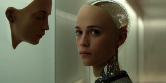 Filmen Ex Machina kom i 2015 og handler om hva som kan skje hvis vi lykkes med å skape en intelligens som er både selvstendig, selvbevisst og i stand til å føle. (Foto: United International Pictures, Filmweb)