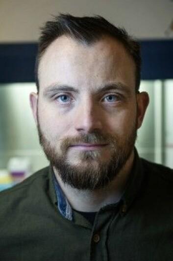 Anders Benteson Nygaard startet som tømrer, og valgte å satse videre på en karriere innenfor helse og mikrobiologi. Nå er han stipendiat ved Fakultet for teknologi, kunst og design på Høgskolen i Oslo og Akershus. (Foto: Hampus Lundgren)