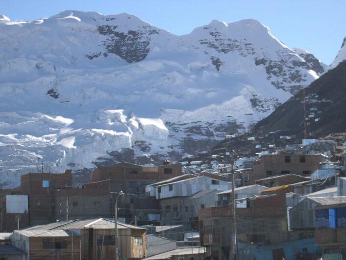 La Rinconada i Peru er verdens høyestliggende bosetning. Her bor og lever folk på 5100 meters høyde, langt over høydesyke-grensen. (Foto: Hildegard Willer/GFDL)
