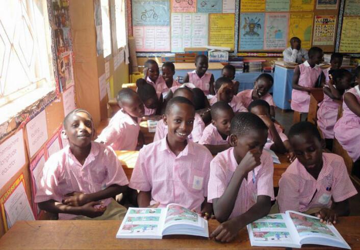 Skolebarn i Uganda ble mye mer skeptiske til påstander etter at de lærte hva slags type behandlinger som er til å stole på. (Foto: Daniel Semakula/Informed Health Choices)