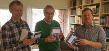 """Forskerne Ånund Brottveit (t.v), Olaf Aagedal og Pål Ketil Botvar er redaktører for boka """"Kunsten og jubilere"""" som handler om grunnlovsfeiringen og minnepolitikk. Boka bygger på flere forskningsprosjekt. De fleste av dem stiller spørsmålet om folks deltakelse og opplevelser av grunnlovsjubileet i 2014. (Foto: KIFO)"""
