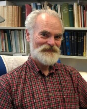Tom Schmidt er professor i stedsnavn på Universitetet i Oslo.(Foto: Nina Kristiansen)