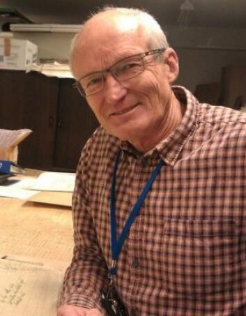 Johnny Andersen har jobbet i femti år på Kartverket. Somrene gikk i mange år med til feltarbeid.(Foto: Nina Kristiansen)